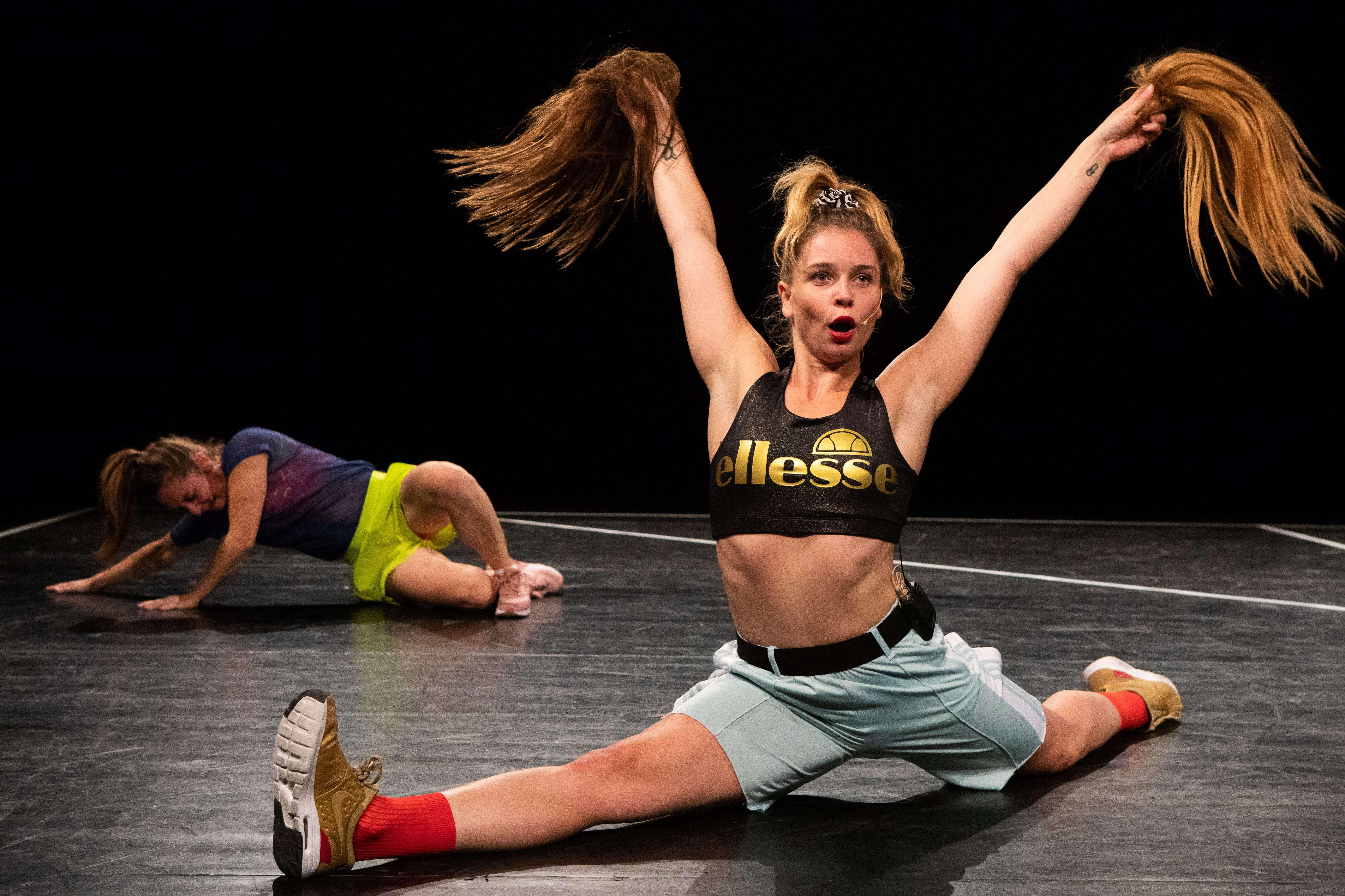 13-HR_Chit Chat_Maas-theater-en-dans_Tuning-People- Clara-Hermans-min