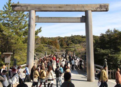 BOEKEN LITERATUUR 4 Toegang tot de Ise Jingu tempel Wikimedia Commons